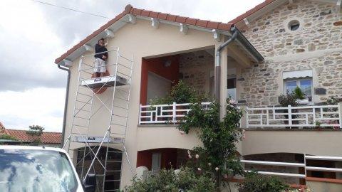 Entreprise spécialisée peinture menuiserie extérieure et lasures et peinture de façade sur échafaudage Riom